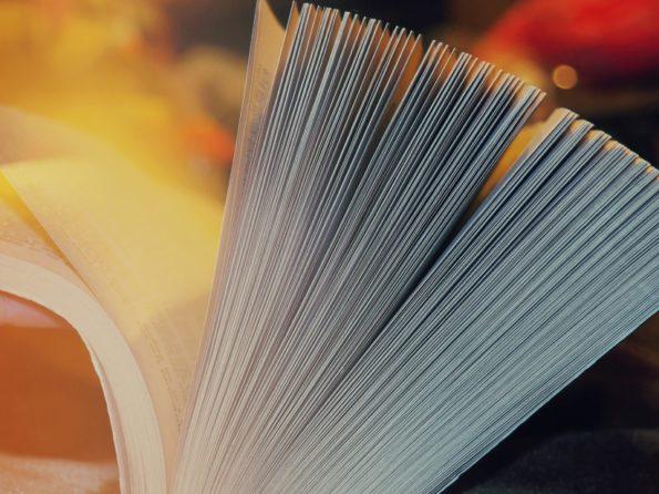 """Prasówka: Google wygrywa spór z pisarzami, """"Dobry omen"""" Gaimana i Pratchetta jako serial, e-księgarnie rosną w siłę"""
